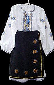 Національні українські костюми з вишивкою